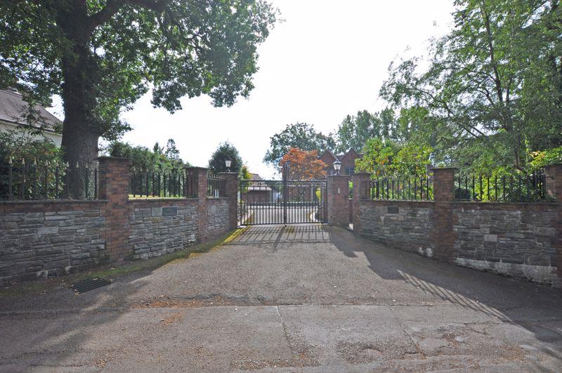Glasllwch Lane