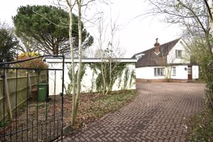 Stonehill Close Bookham