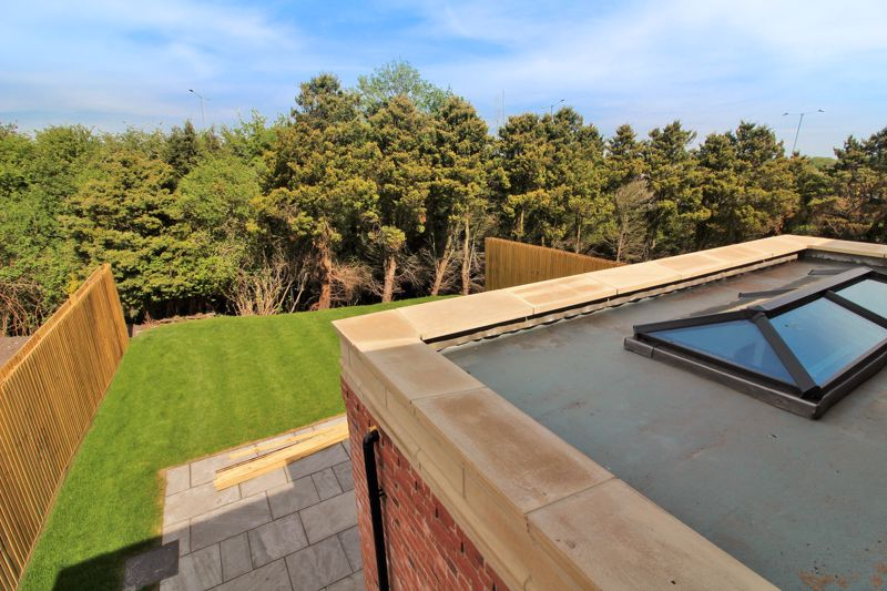 EXAMPLE Rear Outlook & Roof Lantern