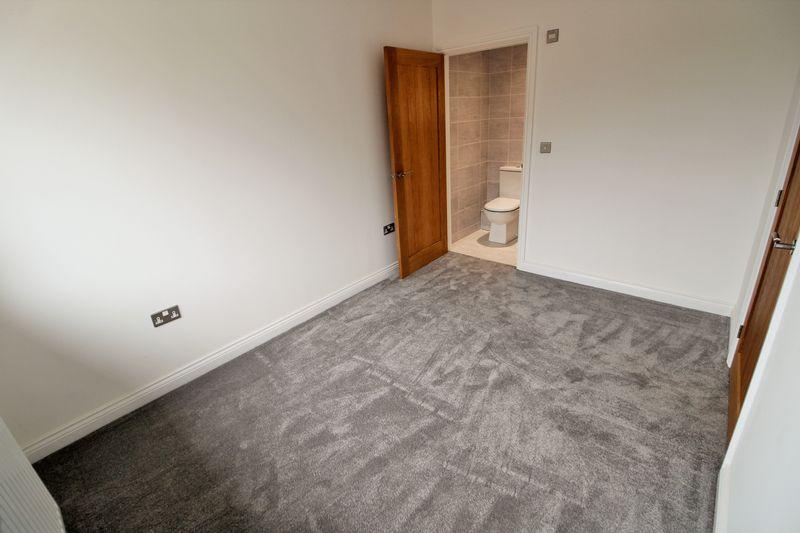 Master Bedroom into En Suite