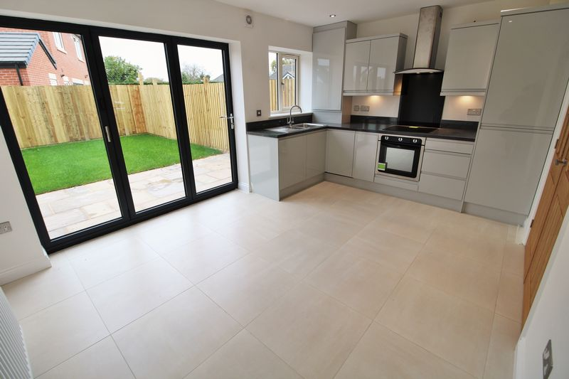 Kitchen Diner with Bi-Folds