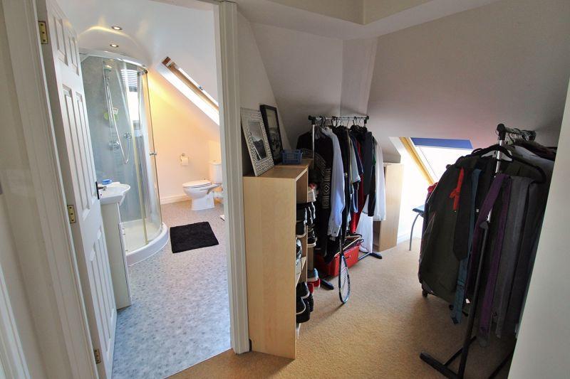 Dressing Area into En Suite - 2nd Floor