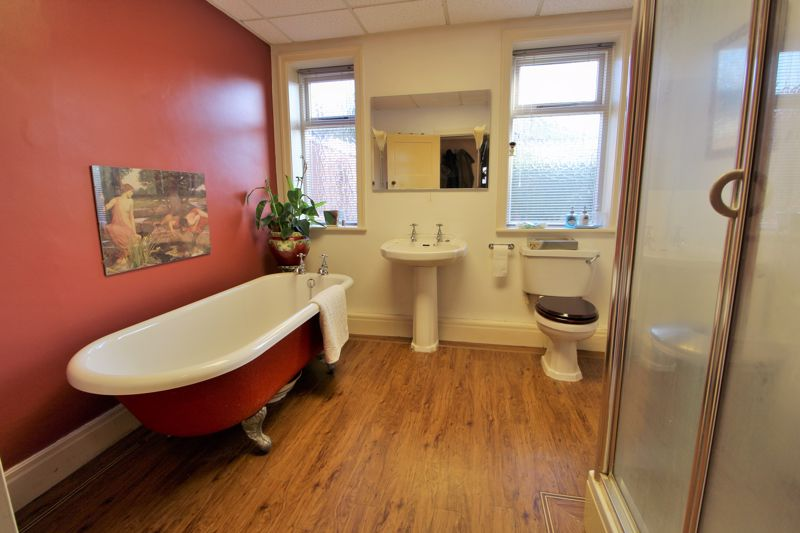Bathroom (Ground Floor)