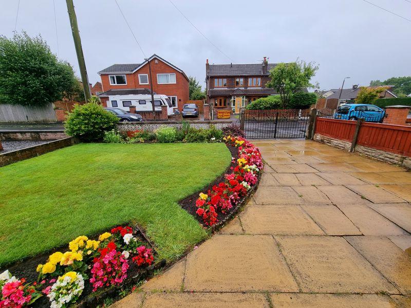 Front Garden & Outlook