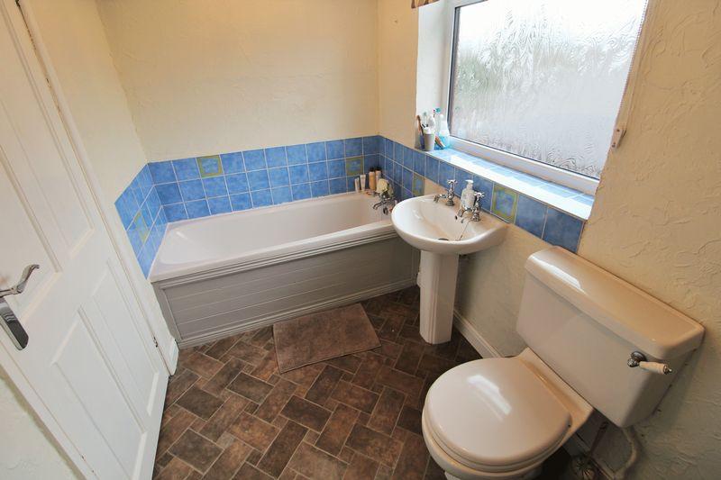 Bathroom (First Floor)
