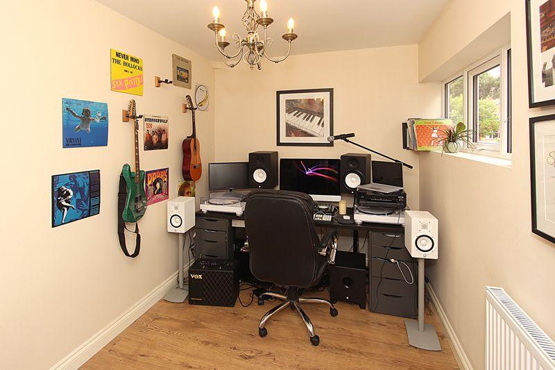 SITTING ROOM/STUDY/FOURTH BEDROOM
