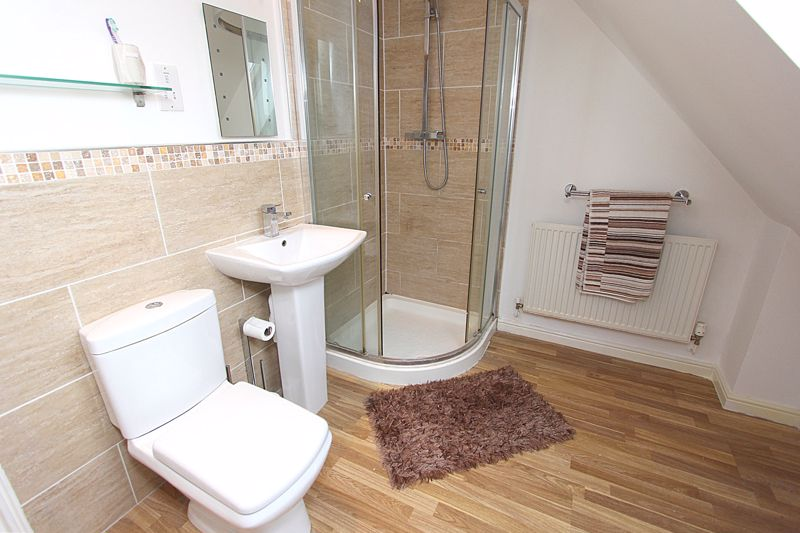 SHOWER ROOM EN-SUITE