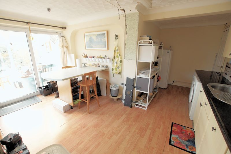 Kitchenette/Utility Room