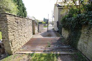115 High Street (Off Mountjoys Lane)