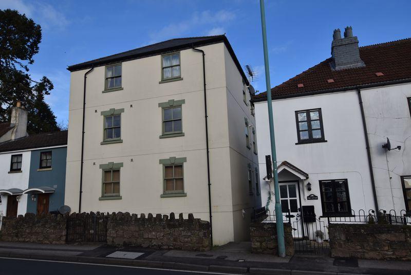 Nailsmiths Court Littledean