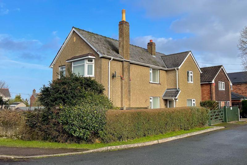 Tudor Walk Berry Hill
