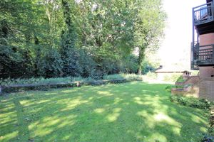 Bradwell Green Hutton