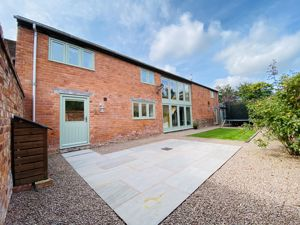 5 Town House Court Madley