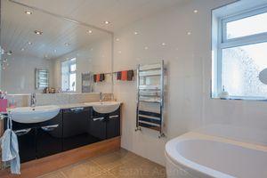 Bathroom aspect B