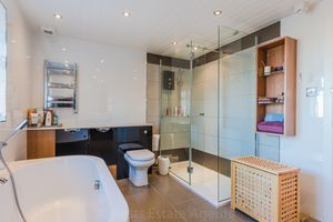Bathroom aspect C