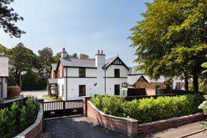 2 Mobberley Road