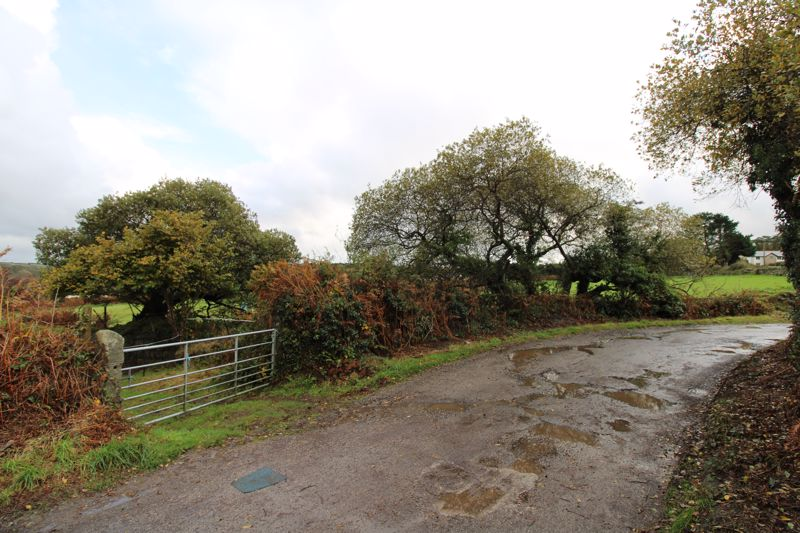 Access and five bar gate