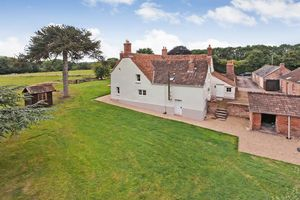 Front/Gardens/Outbuildings