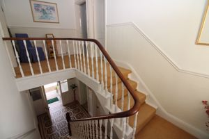 Main staircase and galleried landing