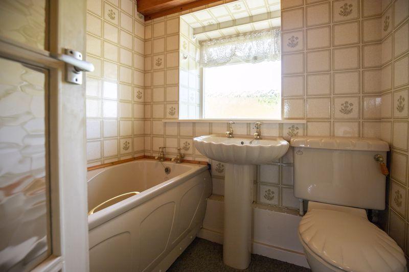 2 Myrtle Grove Bathroom