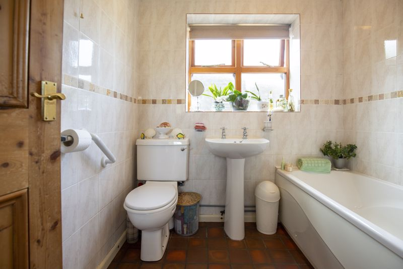 3 Myrtle Grove Bathroom