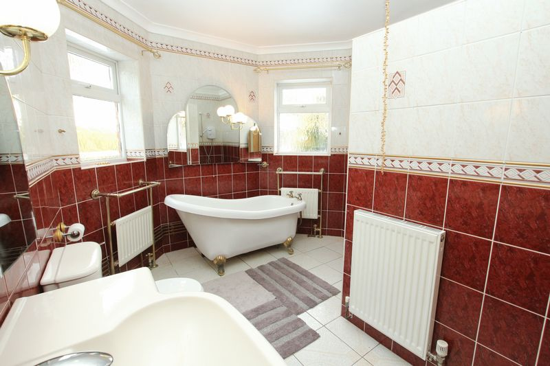 En-Suite Bathroom (Ground Floor)