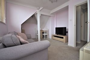 17 Foxholes Road Southbourne