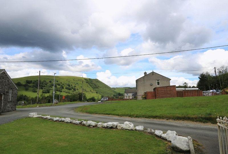 Cwmllinau