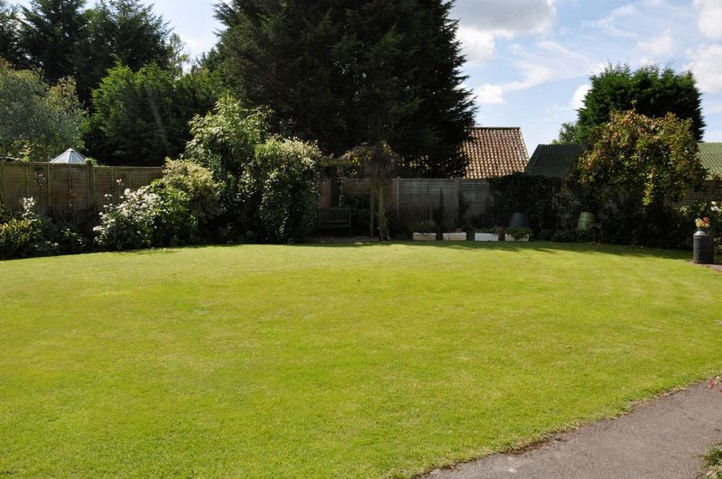 Rushmoor Grove