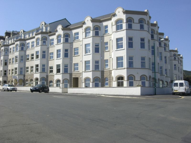 8 Queens Pier Apartments, Queens Drive East