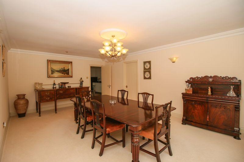 Dining Room - 20' 4'' x 13' 1'' (6.2m x 4m)