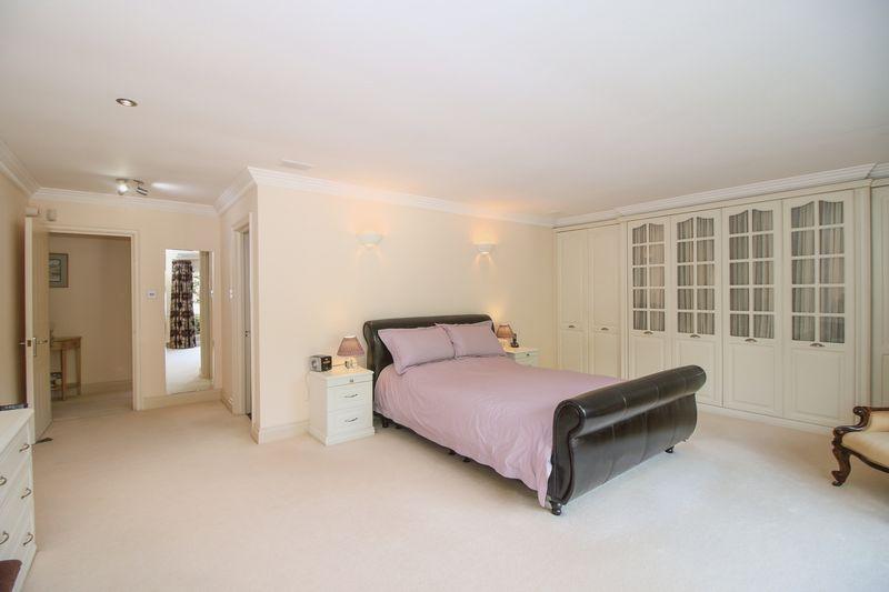 Master Bedroom - 20' 4'' x 17' 5'' (6.2m x 5.3m)