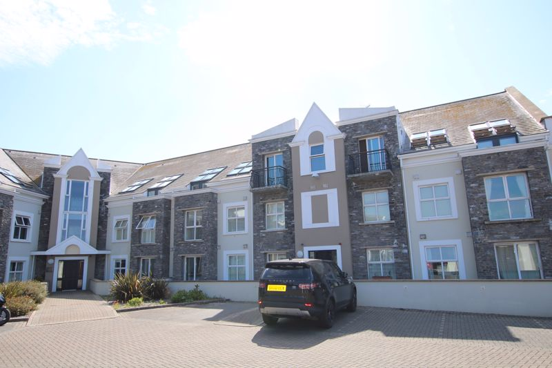 Castle Court Apartments, Farrants Way
