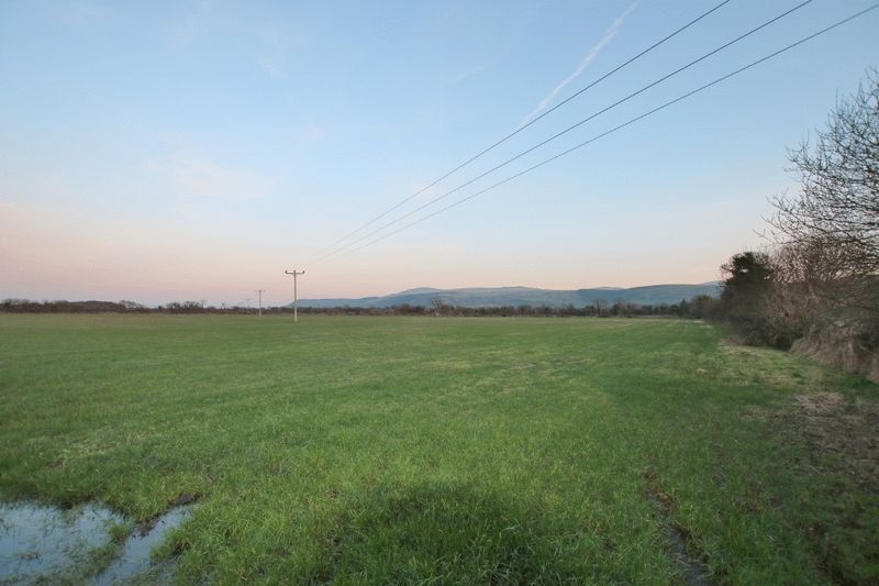 Approx 18 acres Close Hippagh