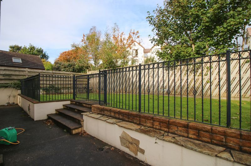 6 Manor Hill