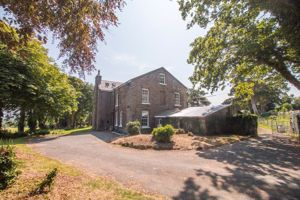 Ballaglass Farmhouse Corony