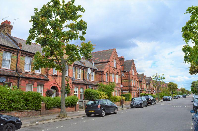 Moselle Avenue