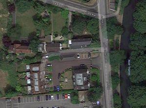15 Lower Cookham Road