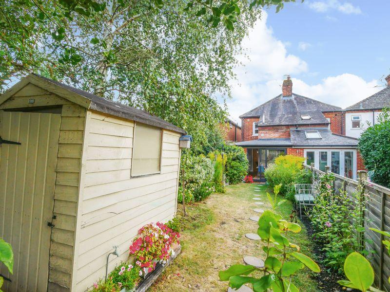 Elizabeth Cottages High Road