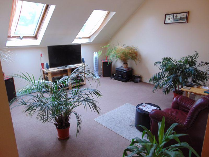 Flat 6 lounge