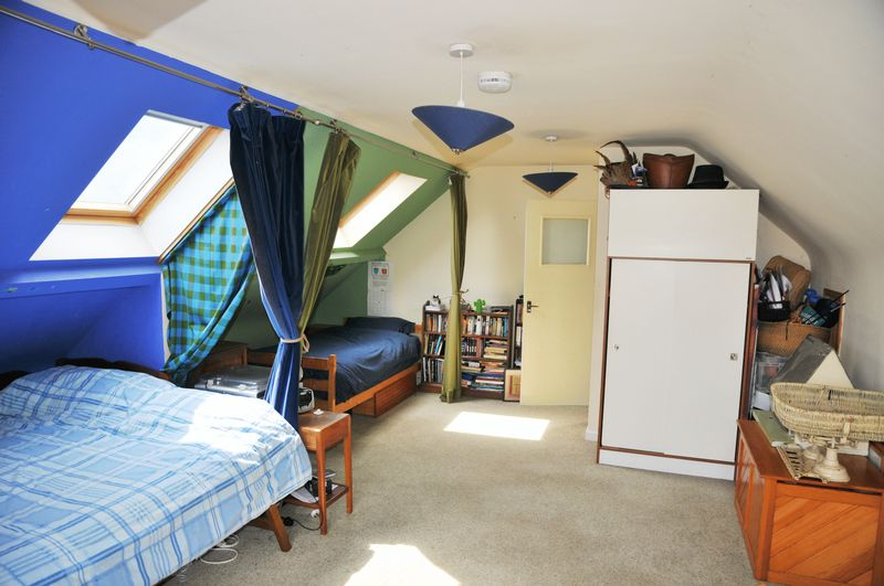Attic Bedroom - photo 1