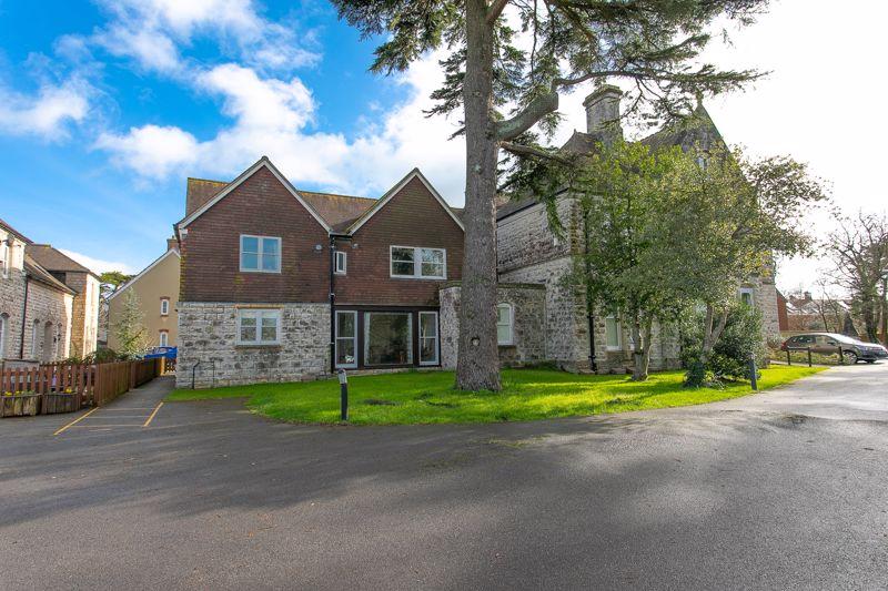3 Redwood Grange
