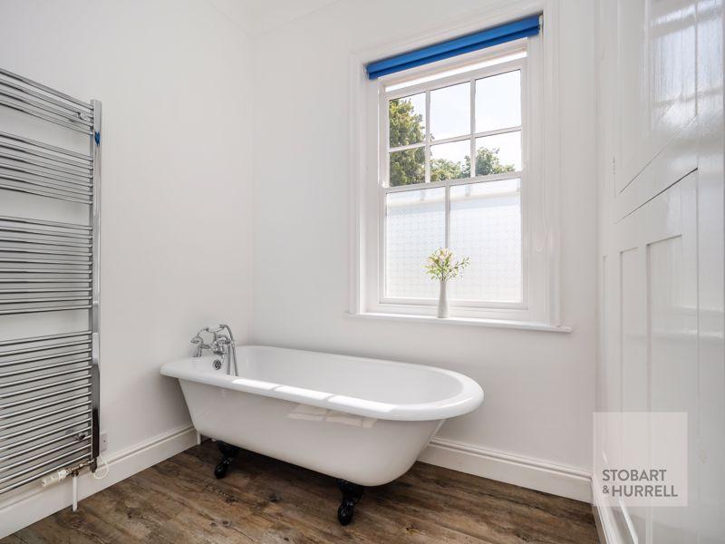Ground Floor Bath Detail