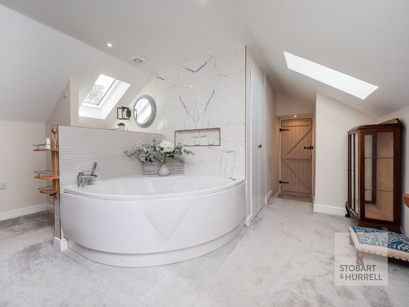 Feature Bath Bedroom 1