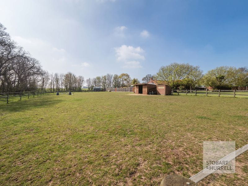 Stabling & Road Access