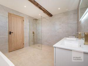 Bedroom 2 En-suite Shower