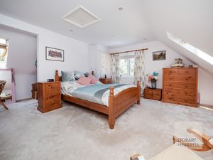 Master Bedroom & Walk In Wardrobe
