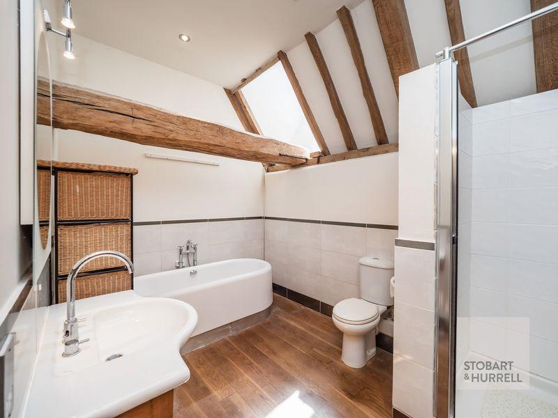 Master Bedroom Bath & Shower Room