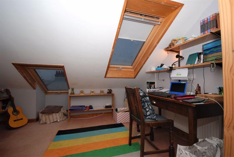 Bedroom 5 /Study