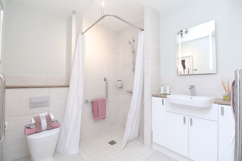 One Bedroom Apartment Shower Room